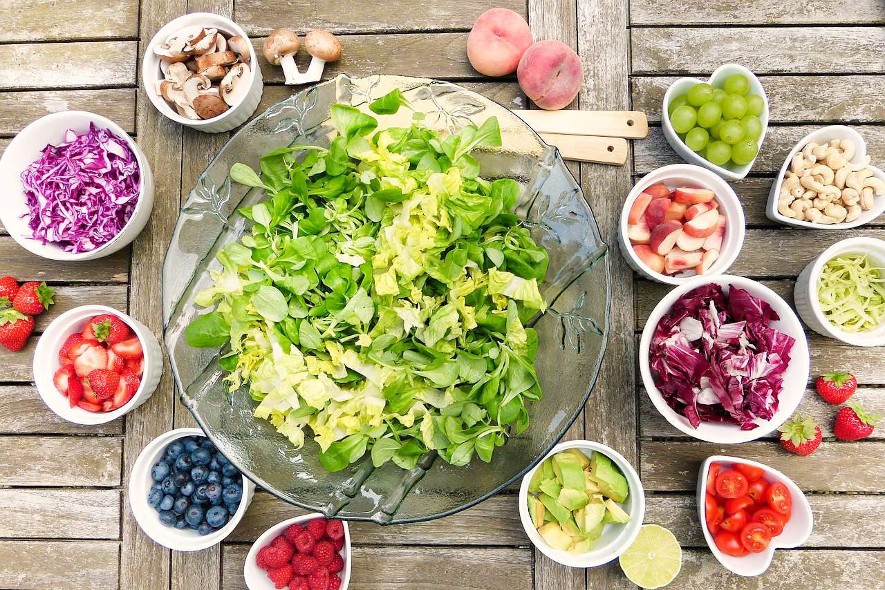 6 Tricks for Getting Your Kids and Spouse to Eat (and Enjoy) Salad!